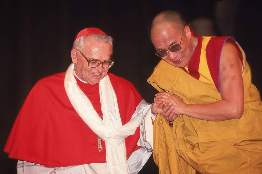 Dom Paulo Evaristo Arns e Dalai Lama, líder espiritual e político do Tibete, durante encontro ecumênico na Catedral da Sé - 03/04/2007