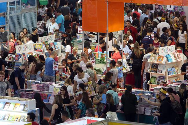 entretenimento-bienal-livro-sp-segundo-dia-20160827-02