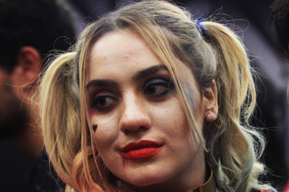 Cosplay da personagem Arlequina, de 'Esquadrão Suicida', posa para fotos durante a Comic Con Experience, realizada em São Paulo (SP) - 01/12/2016
