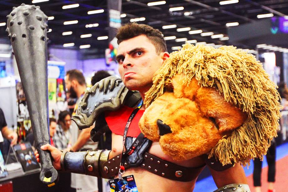 Cosplay posa para fotos durante o segundo dia da Comic Con Experience 2016, realizada na São Paulo Expo - 02/12/2016