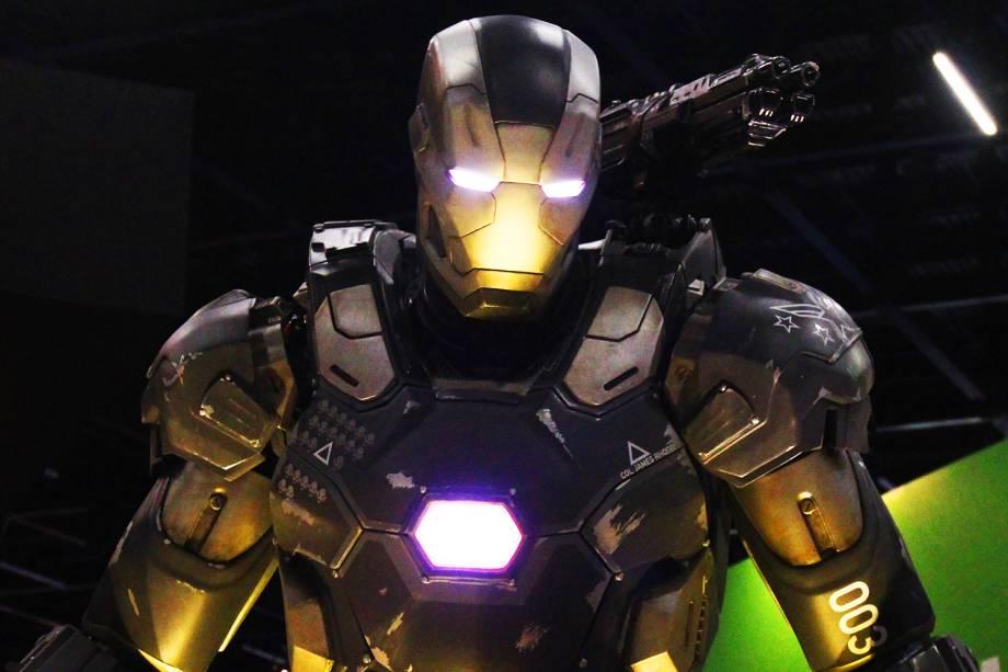 Réplica de armadura do personagem ´Homem de Ferro´, é vista no segundo dia da Comic Con Experience, realizada na São Paulo Expo - 02/12/2016