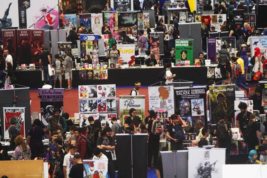 Movimentação do público durante o segundo dia da Comic Con Experience, realizada em São Paulo (SP) - 02/12/2016