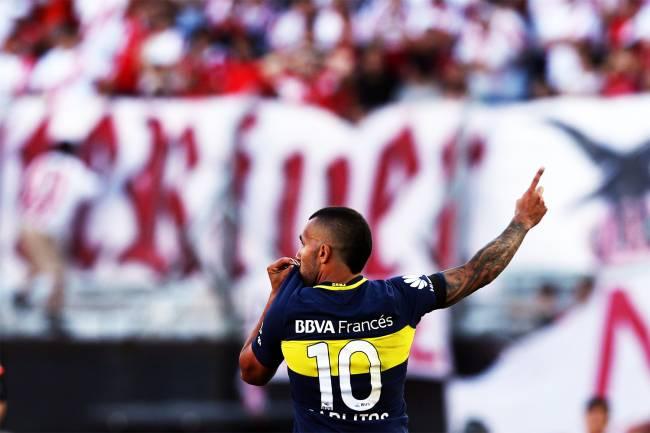 O jogador Tevez, do Boca Juniors, comemora gol durante partida contra o River Plate, em partida válida pelo Campeonato Argentini, realizada no estádio Antonio Liberti, em Buenos Aires - 11/12/2016