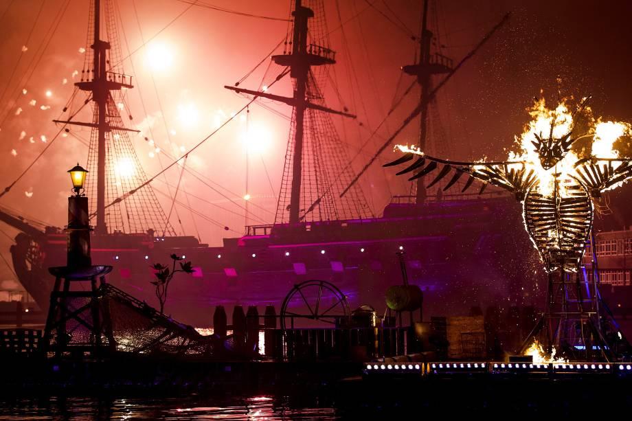 Queima de fogos marca a chegada do Ano Novo em Amsterdã na Holanda