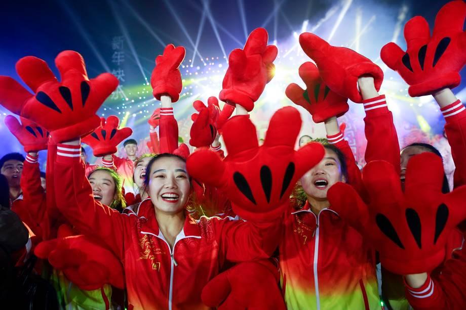 Chineses comemoram a chegada do Ano Novo no Parque Olímpico Forest, em Pequim
