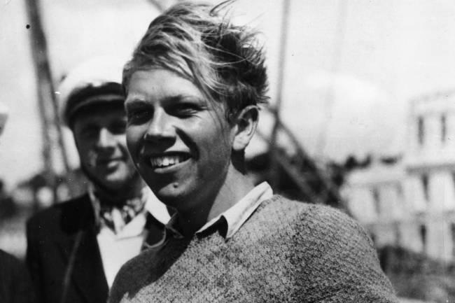 Velejador dinamarquês Paul Elvstrom, medalhista olímpico de 1948 em Devon, Inglaterra