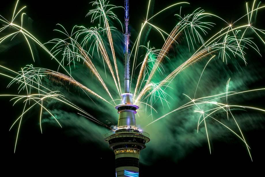 Queima de fogos celebram a chegada de 2017 em Auckland, Nova Zelândia - 31/12/2016