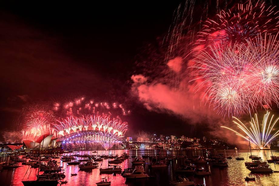 Sydney celebra ano novo com espetáculo de fogos no Opera House - 31/12/2016