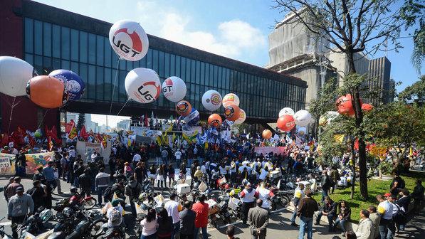 greve-geral-sindicatos-paulista20120101-0033-size-598