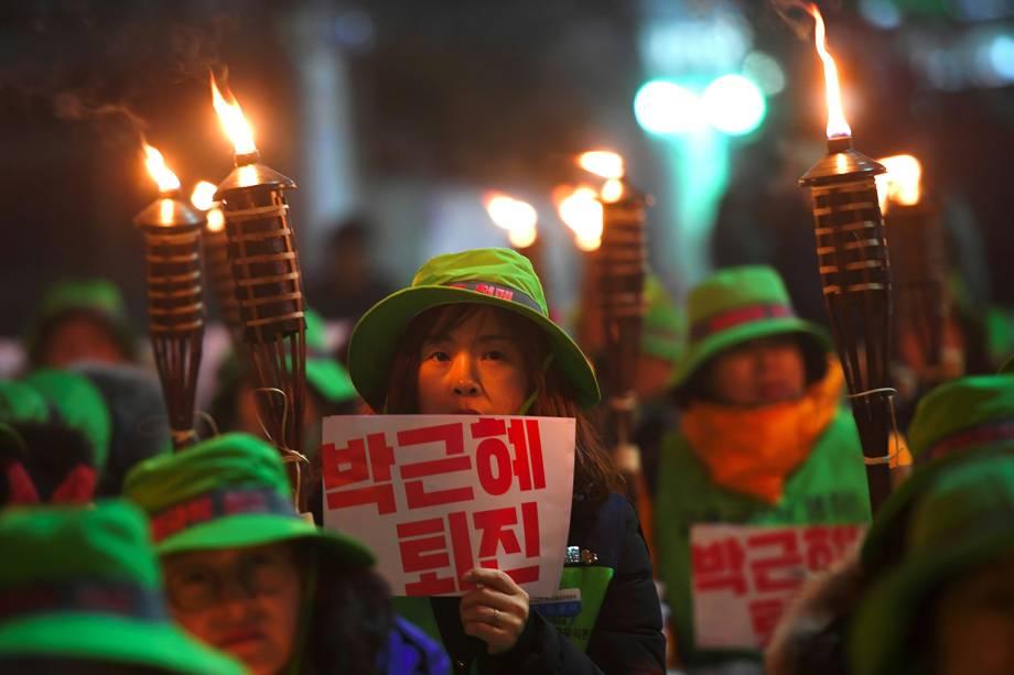 Manifestantes protestam contra a presidente da Coreia do Sul, Park Geun-Hye, após escândalo de corrupção - 08/12/2016