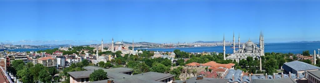 Vista geral de Istambul, com o Estreito de Bósforo ao fundo