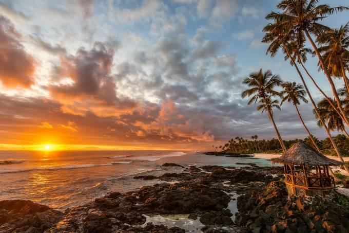 Nascer do sol na ilha de Samoa, sul do Pacífico