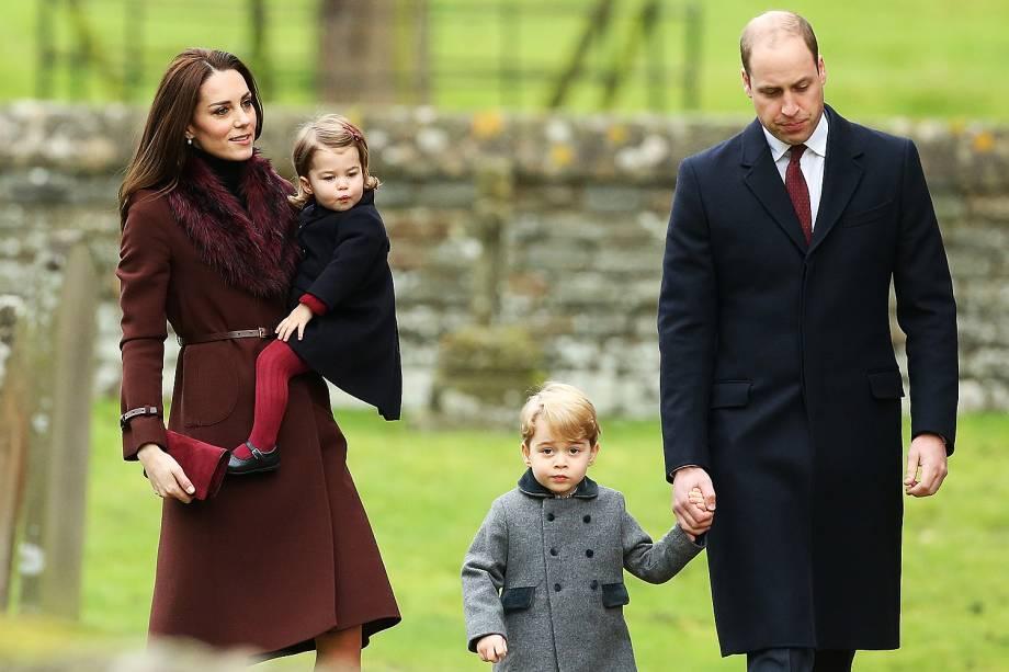 O príncipe William e a duquesa de Cambridge Kate Middleton levaram os filhos, Charlotte e George, à cerimônia de Natal na igreja de St Mark, em Englefield, na Inglaterra - 25/12/2016
