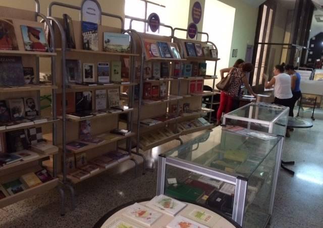 Livraria-La-Moderna-Poesía-Havana-Cuba
