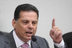 Perillo, governador de Goiás, engrossou a lista