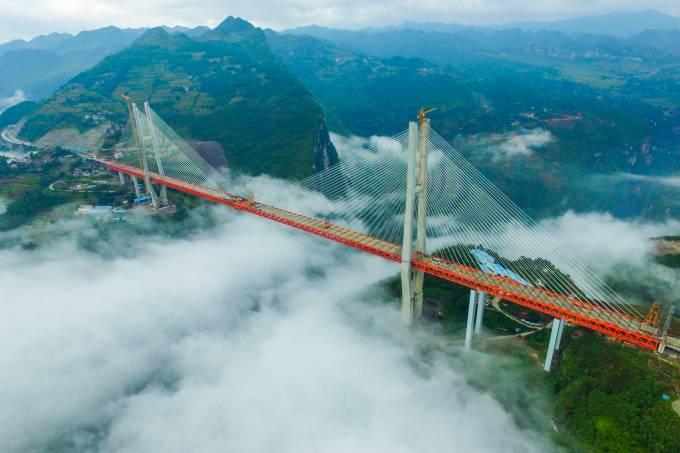 A ponte de Beipanjiang na China, a mais alta do mundo
