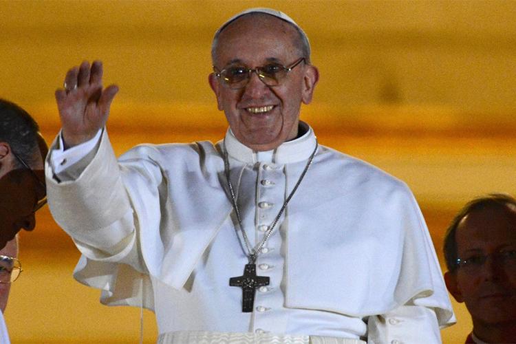 O cardeal argentino Jorge Mario Bergoglio é escolhido como novo Papa - 13/03/2013