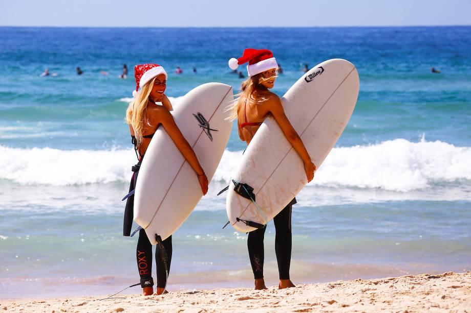 Surfistas aproveitam o Natal em praia de Sydney, na Austrália - 25/12/2016