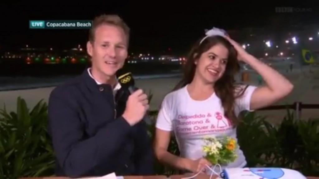 Âncora da BBC inglesa foi surpreendido por noiva festeira