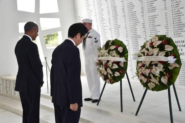 Barack Obama e Shinzo Abe em Pearl Harbor (27/12/2016)