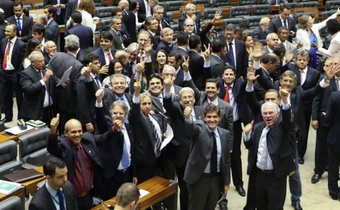 Oposição derruba decreto