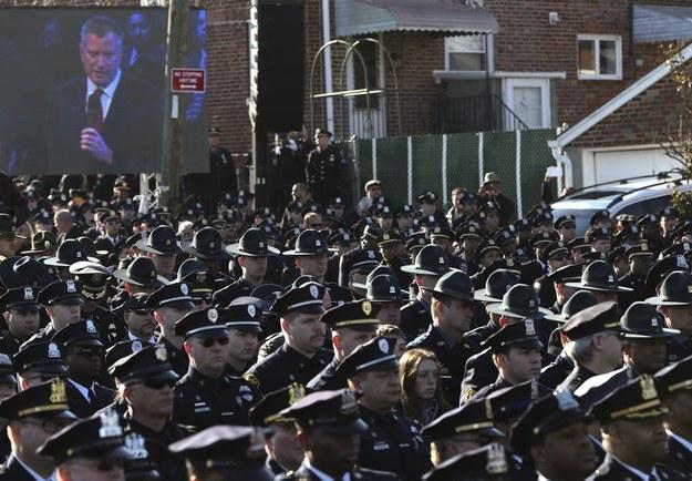 Policiais dão costas Blasio