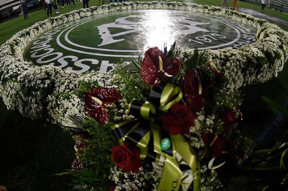 Estádio tem últimos preparativos para velório das vítimas do voo que caiu em Medellín, na Colômbia