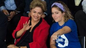 Dilma e Carina, da UNE: discurso não teve adesões