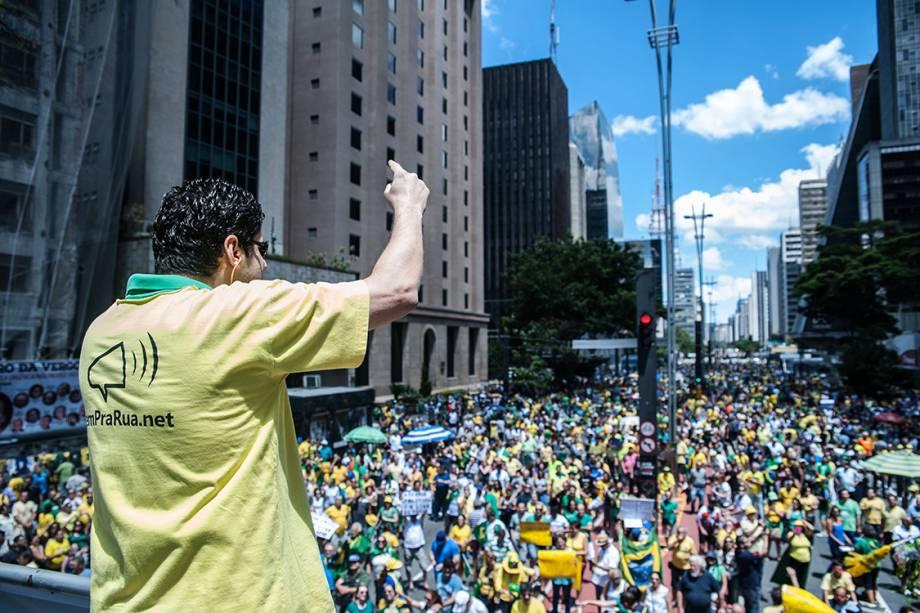 Manifestantes protestam na Avenida Paulista contra a corrupção e em apoio à operação Lava Jato e ao juiz Sérgio Moro, em São Paulo