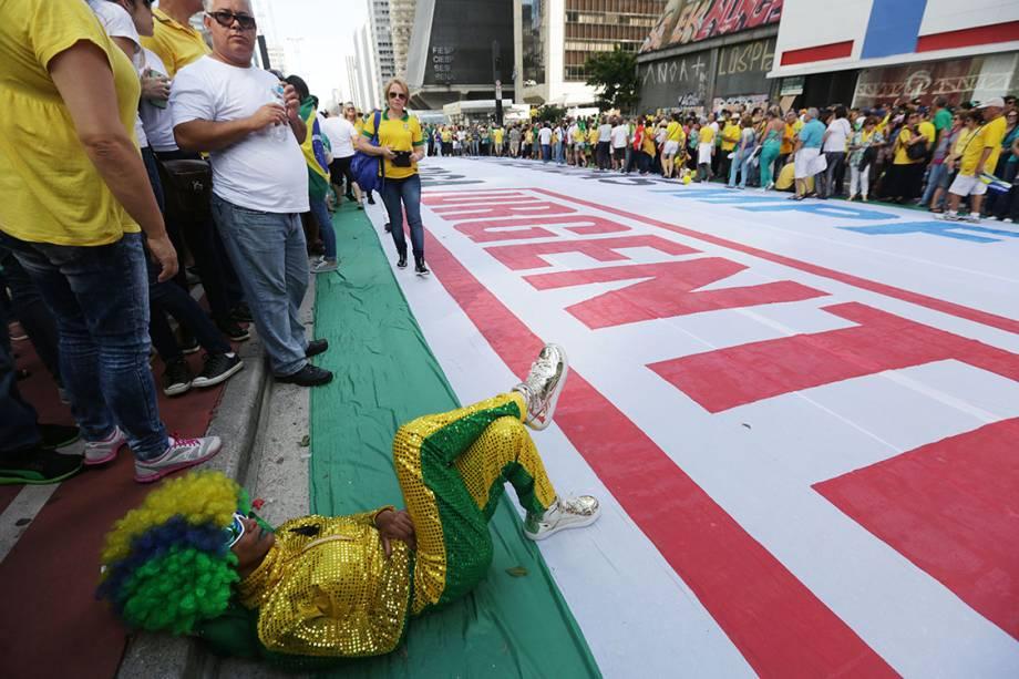 Manifestantes protestam na Avenida Paulista contra a corrupção, em apoio ao juiz Sérgio moro e à operação Lava Jato, em São Paulo