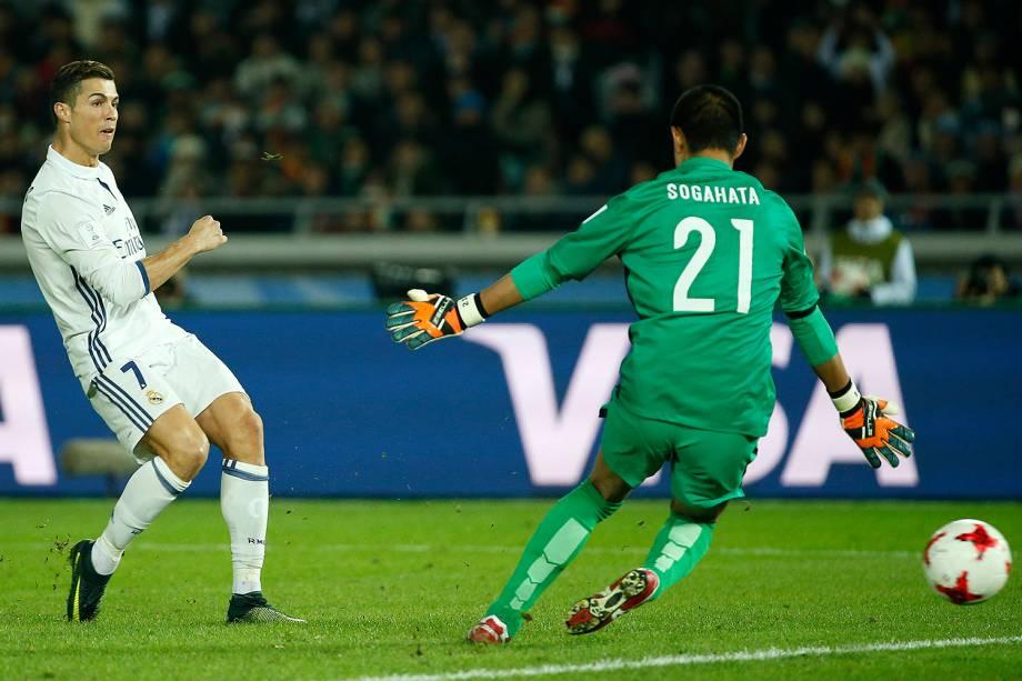 Cristiano Ronaldo marca o gol durante a partida entre Real Madrid e Kashima Antlers pela final do Mundial de Clubes da Fifa, em Yokohama, no Japão - 18/12/2016