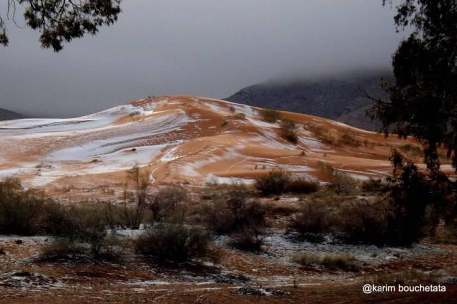 Montanhas no Saara são cobertas por neve, na região de Ain Sefra, na Argélia