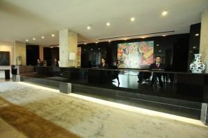 Lobby do Saint Peter: hotel lotado
