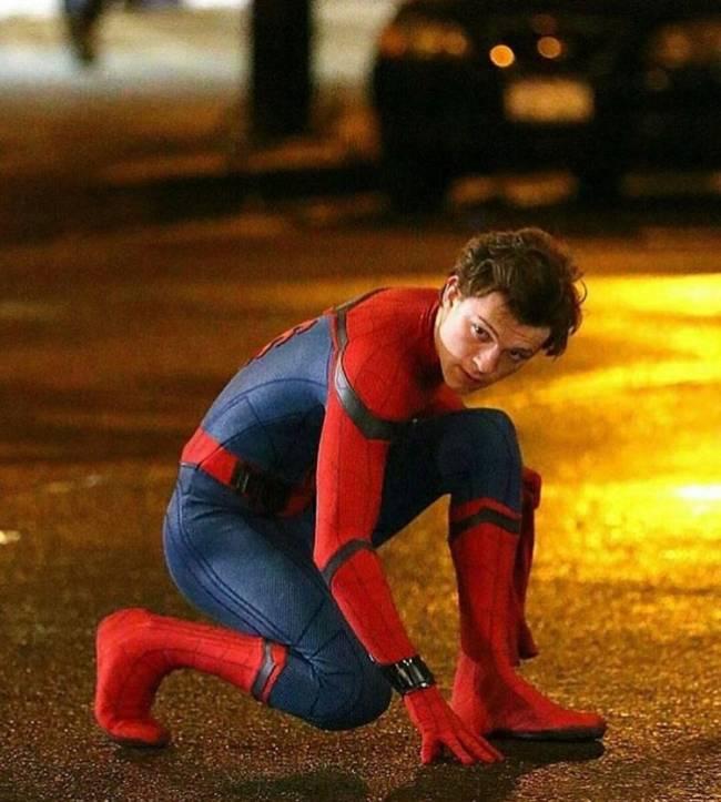 Tom Holland nos bastidores do novo filme do Homem-Aranha