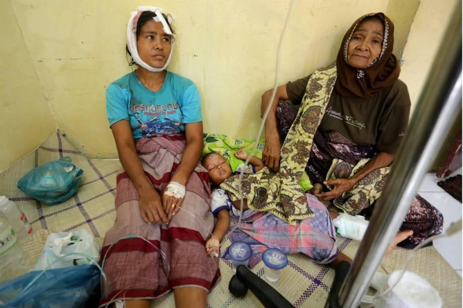 Sobreviventes do terremoto na Indonésia recedem atendimento