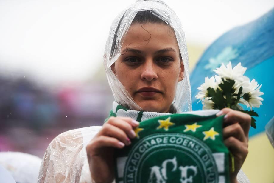 Torcedores lotam a Arena Condá para o velório das vítimas do acidente aéreo com a delegação da Chapecoense