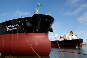 Navio da Transpetro: plano de venda prevê divisão da empresa