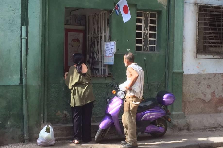 Restaurante Crepe Sayu, na rua Obrapia, em Havana