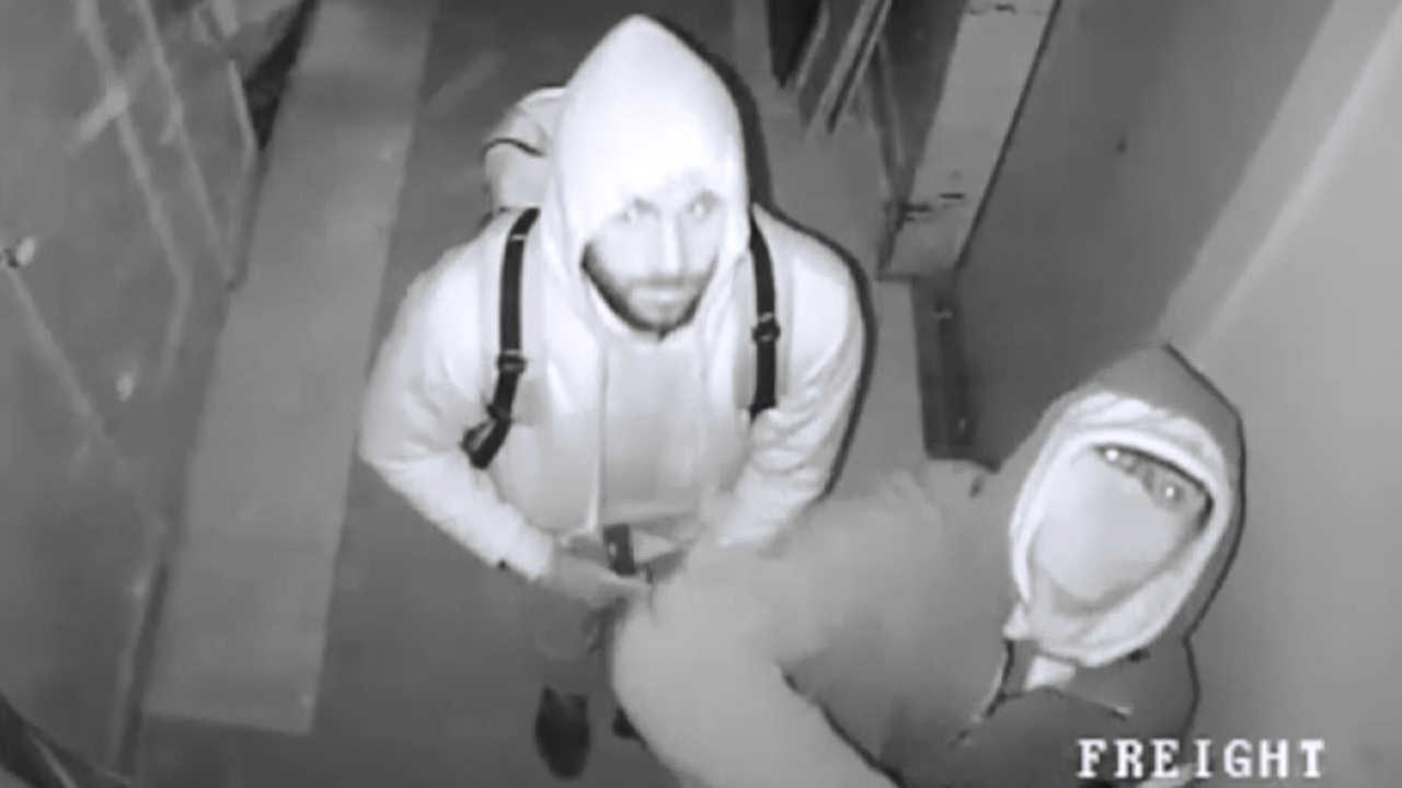 Os dois ladrões da joalheria foram captados por câmeras de segurança