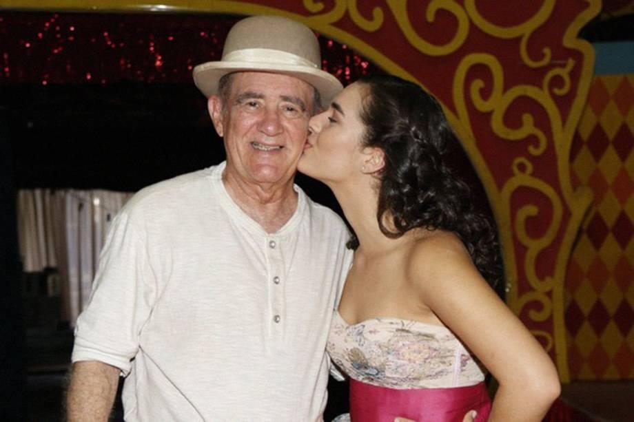 Renato Aragão e sua filha, Lívia, durante gravações do filme Saltimbancos Trapalhões Rumo a Hollywood
