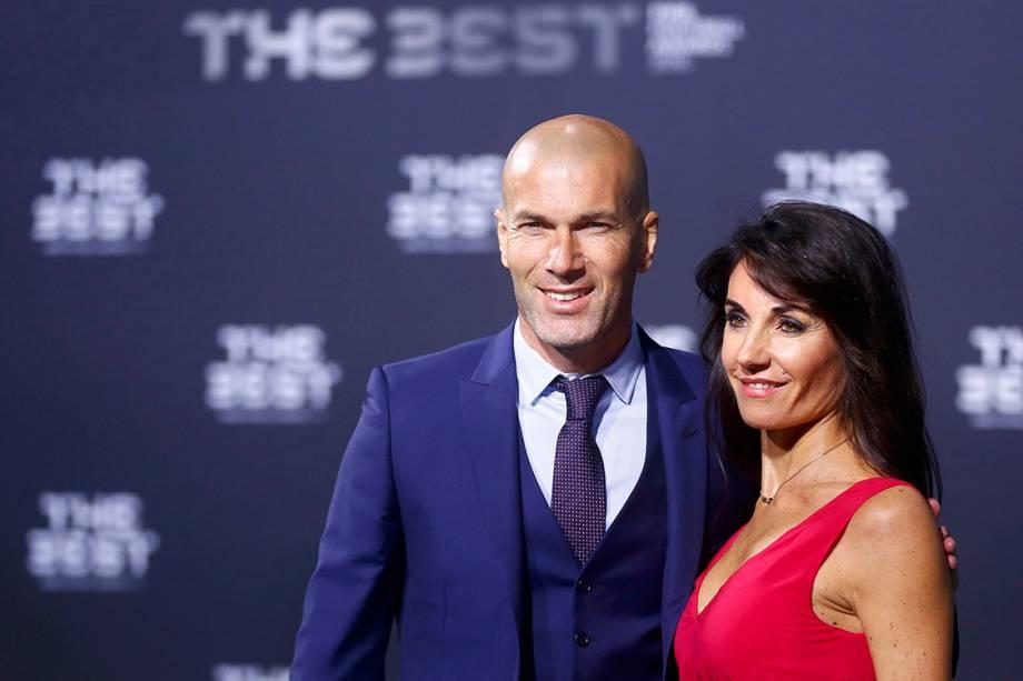 O técnico do Real Madrid, Zinedine Zidane com sua mulher Veronique, chega para o Prêmio de Melhor do Mundo da Fifa, na Suíça