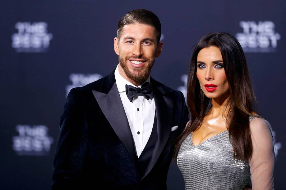 O jogador do Real Madrid, Sérgio Ramos com sua mulher Pilar Rubio, chega para o Prêmio de Melhor do Mundo da Fifa, na Suíça
