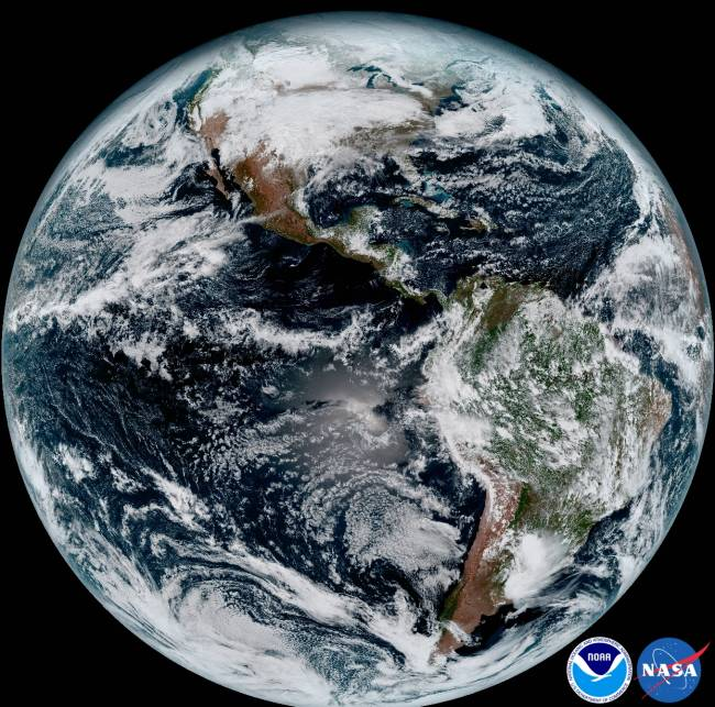 Imagem da Terra em alta resolução, divulgada pela NOAA