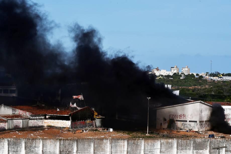 Movimentação no presídio de Alcaçuz, na cidade Nísia Floresta, durante o 6º dia de rebelião na maior penitenciária do RN - 19/01/2017