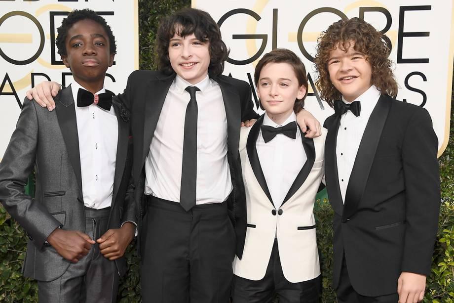 Os atores da série 'Stranger Things', Caleb McLaughlin, Finn Wolfhard, Noah Schnapp e Gaten Matarazzo, durante o Globo de Ouro 2017, em Los Angeles