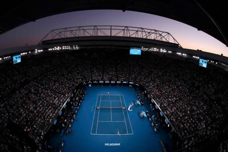 Pôr-do-sol durante partida no Aberto da Austrália, em Melbourne