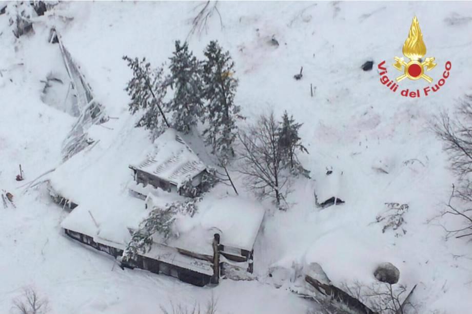 O Hotel Rigopiano soterrado pela neve, na Itália