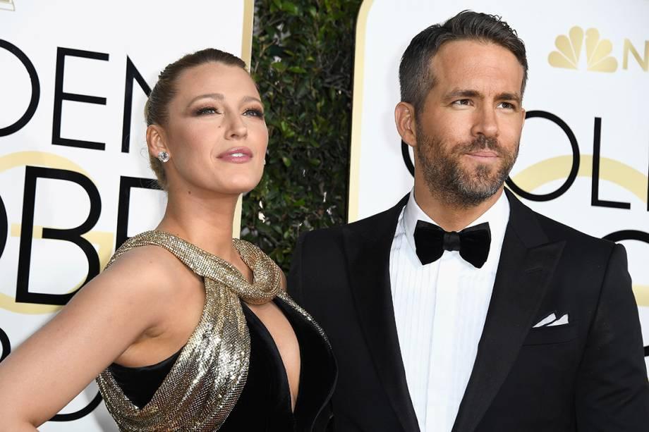 O ator Ryan Reynolds e a atriz Blake Lively chegam para o Globo de Ouro 2017, em Los Angeles
