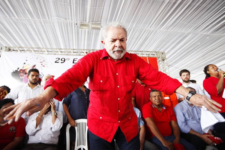 O ex-presidente Luiz Inácio Lula da Silva participa do 29º Encontro Estadual do MST, no Parque de Exposições, em Salvador (BA) - 11/01/2017