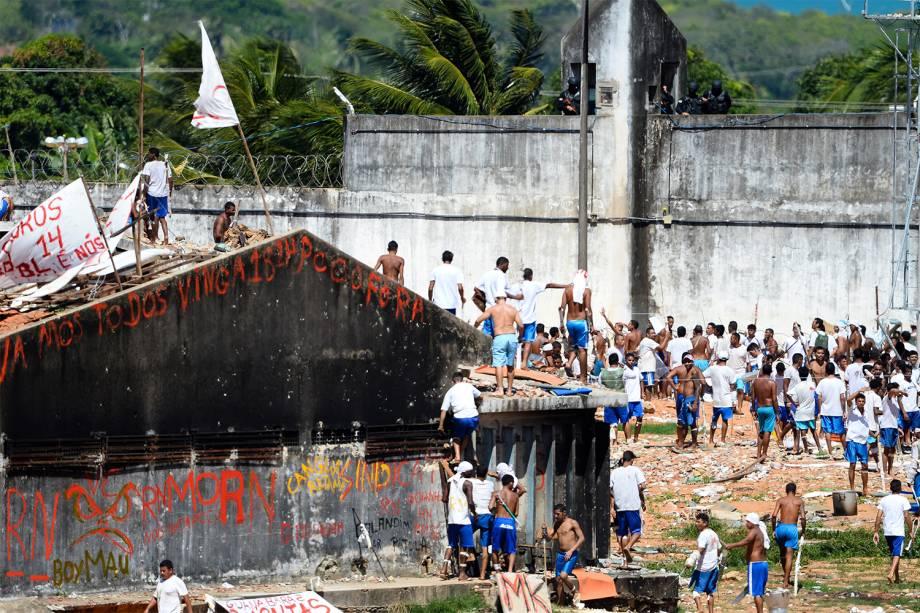 Tropa de Choque entra na Penitenciária Estadual de Alcaçuz, na cidade de Nísia Floresta (RN) - 18/01/2017